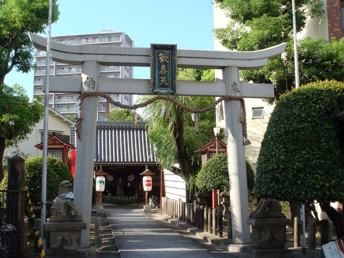 福島聖天・了徳院の参道は「売れても占(うらな)い商店街」?