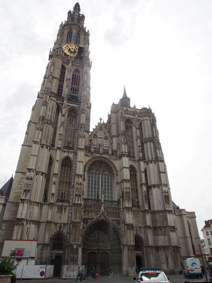 美しい塔!世界遺産・アントワープ大聖堂