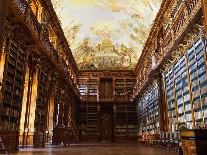 荘厳華麗!ストラホフ修道院の美しすぎる図書室