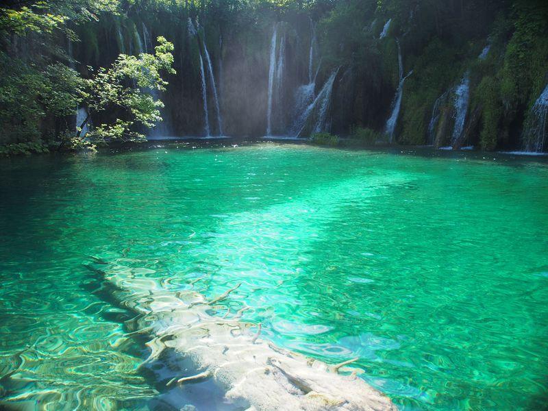 プリトヴィツェ湖群国立公園!誰でも手軽に絶景を湖畔ハイキング!