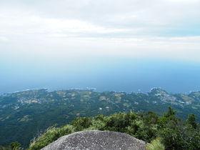 屋久島「モッチョム岳」鳥目線の絶景オーシャンビューを満喫!