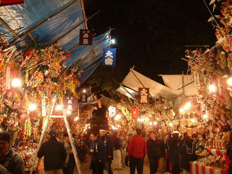 クリスマスより一足お先に、大宮氷川神社の大湯祭&十日市へ