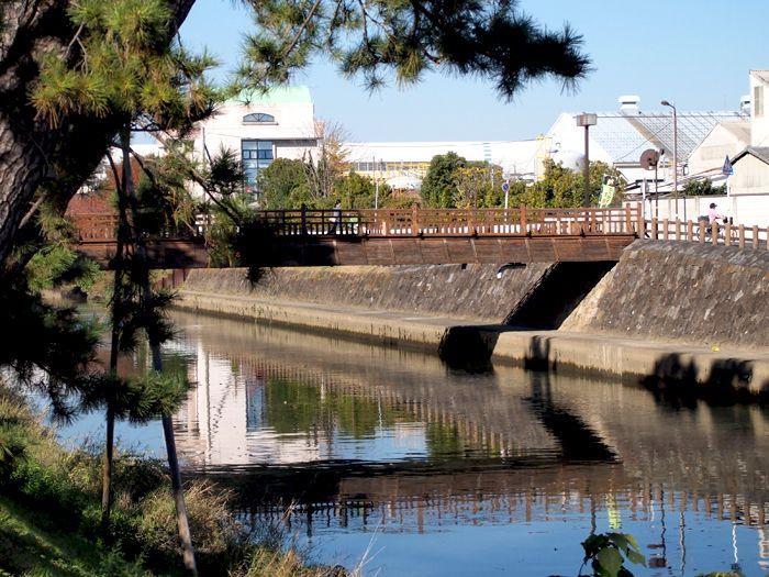 和クラッシックなデザインの中曽根橋