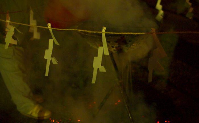篝火の火が消えたら炭を持って帰ろう