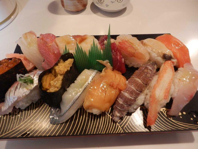 行列ができるお店・厚田町「かねとも寿司」