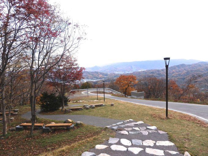 中腹駅から山頂まで遊歩道で散策できます