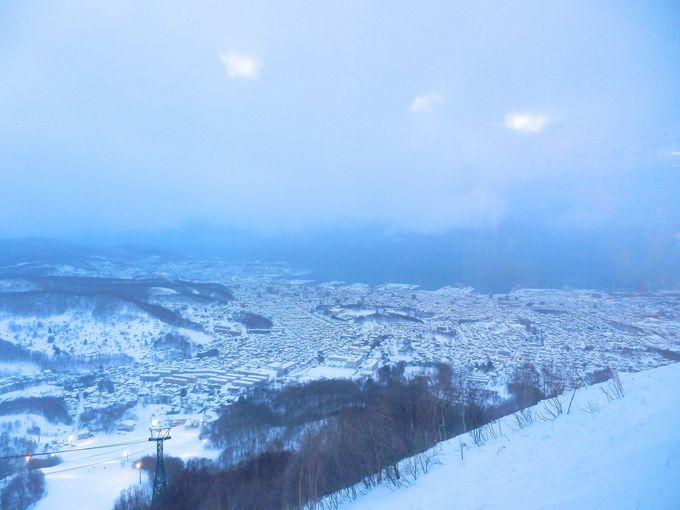 冬の日本海と小樽の街並