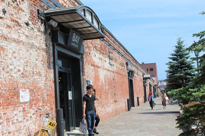ベイエリアに建つ函館の観光スポット「金森赤レンガ倉庫」