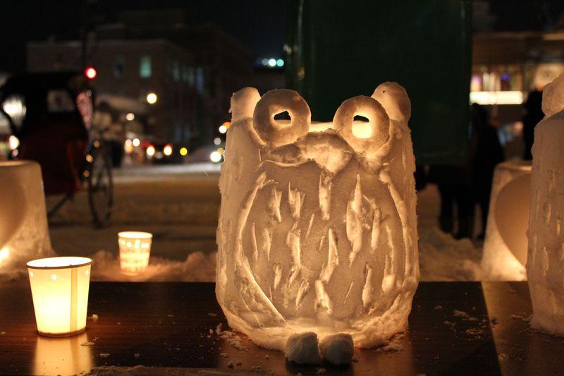 素朴なキャンドルが小樽の夜を灯します・ロマンチックな「小樽雪あかりの路」♪
