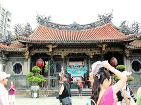 「龍山寺」は台北最強のパワースポット!参拝方法もご紹介
