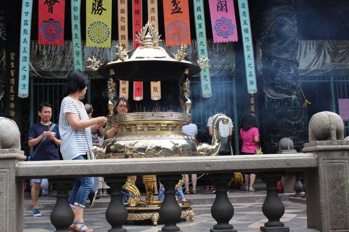 龍山寺で参拝してみましょう!