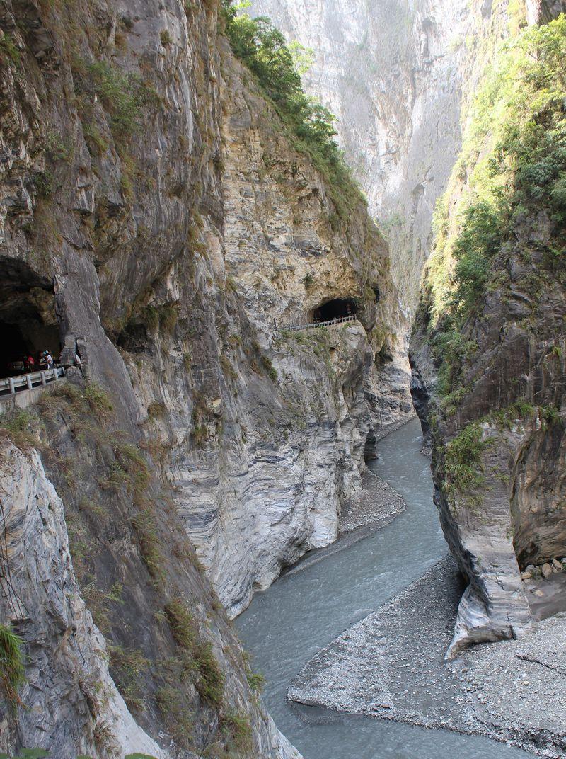 台湾・花蓮「太魯閣国立公園」そそり立つ大理石の断崖が凄い!