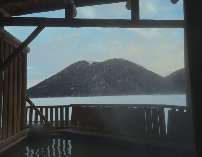 源泉100パーセントの湖畔露天風呂「天風」