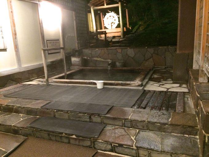 「第一滝本館」の創業当時を再現した金蔵の湯