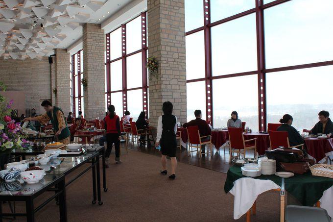 ホテル最上階のレストランでビュッフェ