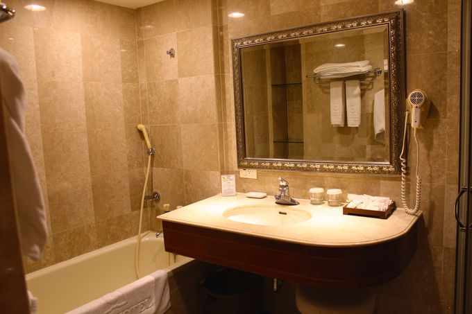 広々としたバスルーム