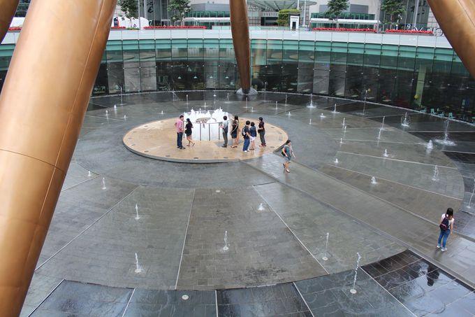 「富の噴水」はサンテック・シティ・モールの中にあります