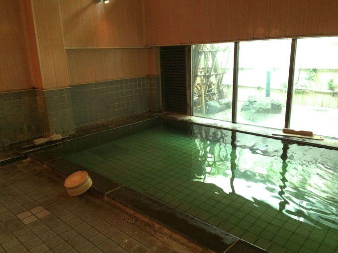 月岡温泉の名湯!エメラルドグリーンの大浴場