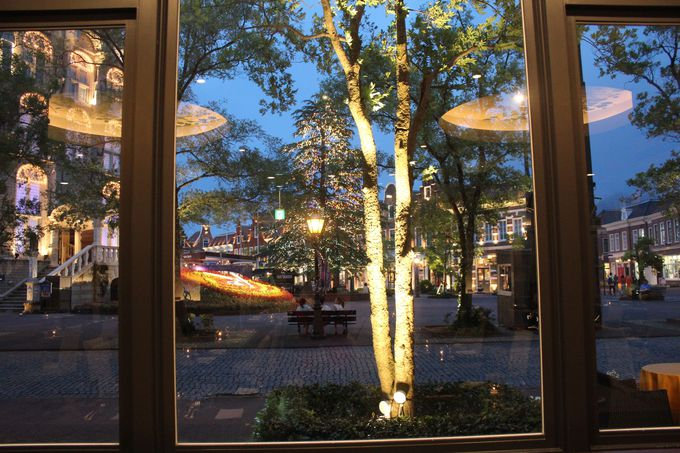 窓からはアムステルダム広場の風景が!