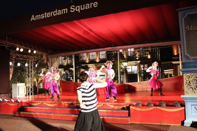毎夜開催される「仮面舞踏会」パーティー!