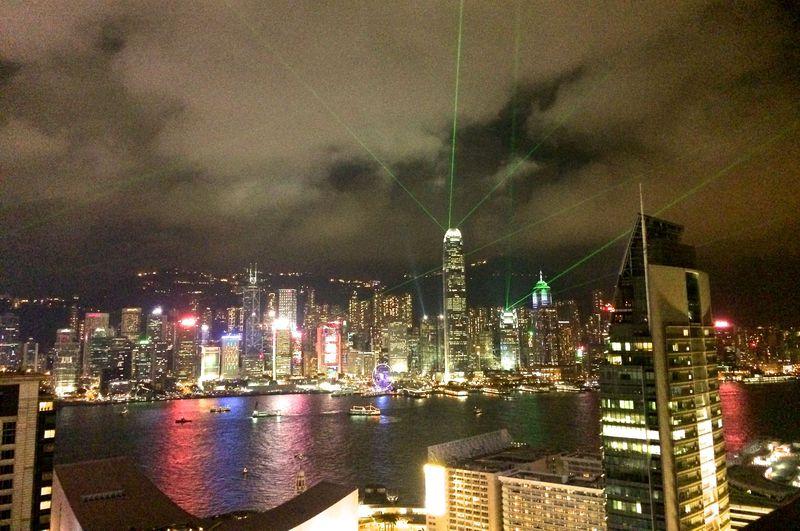 香港・九龍から100万ドルの夜景と「シンフォニー・オブ・ライツ」を鑑賞しよう