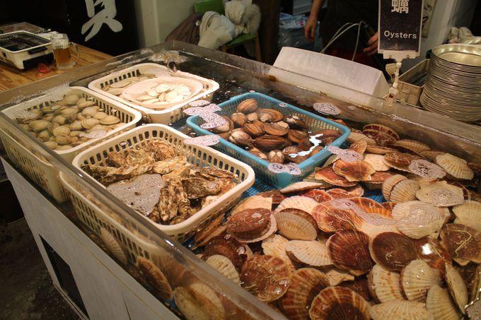 生簀には新鮮な貝が6種類常備!