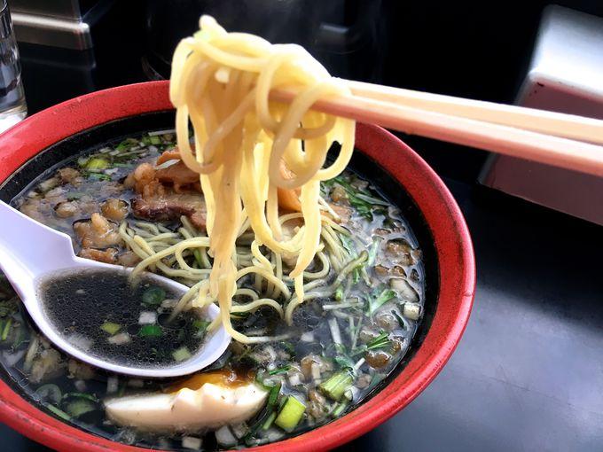 「函館麺工房あじさい本店」で背脂のイカスミラーメンを!