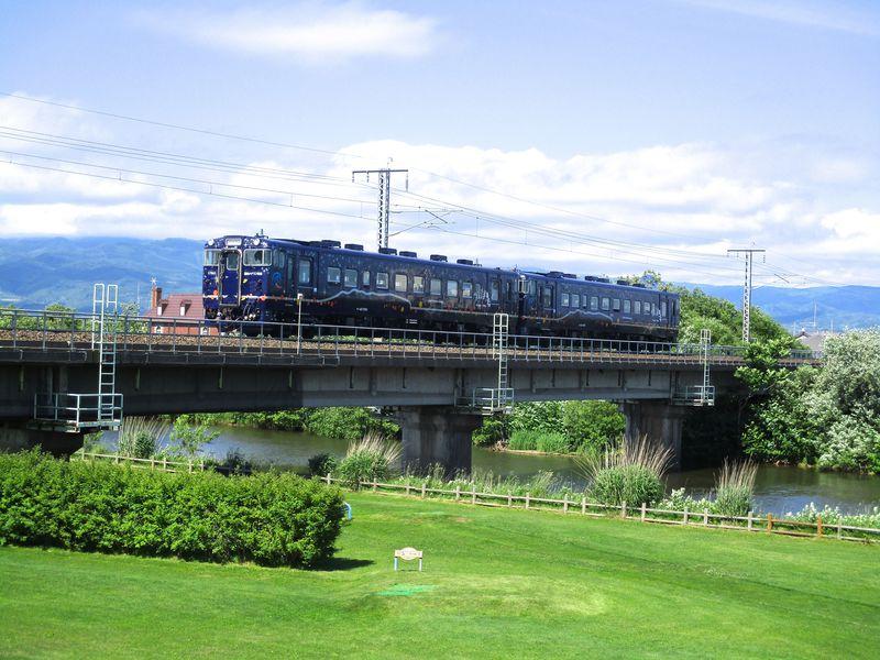 津軽海峡を眺望!道南いさりび鉄道「ながまれ号」で函館から木古内町へ