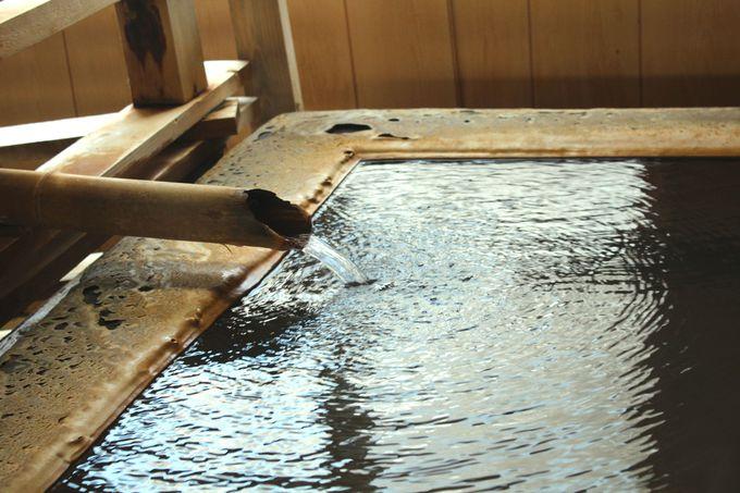 お湯が溢れる二つの大浴場