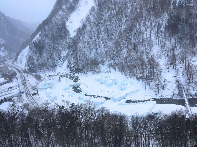 温泉から「氷瀑まつり」会場を見て楽しもう!