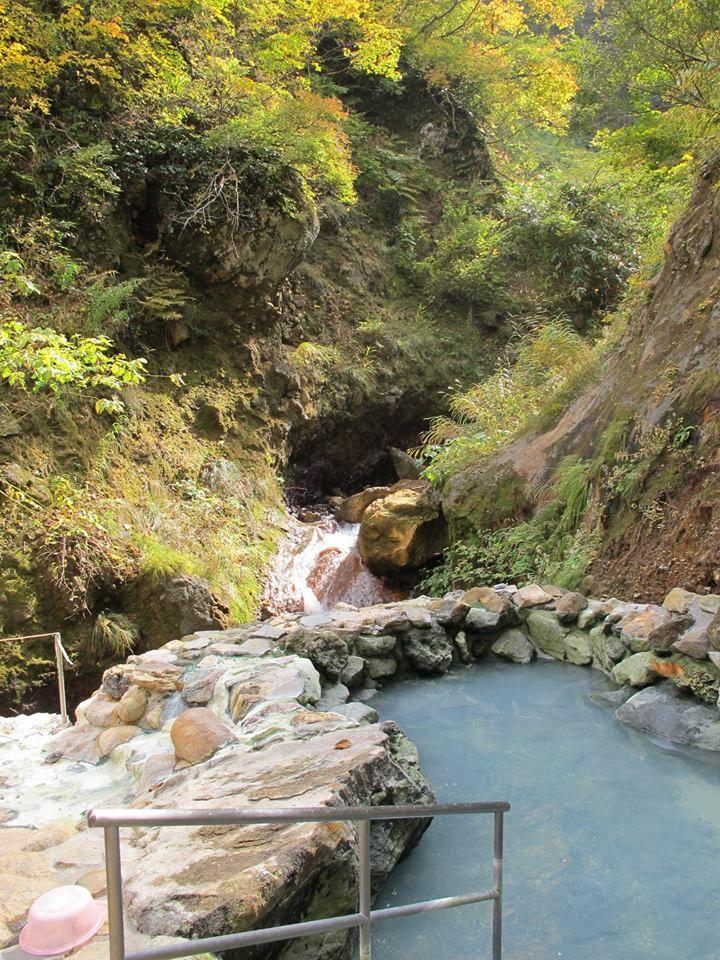 山を登れば「河原の湯」も!