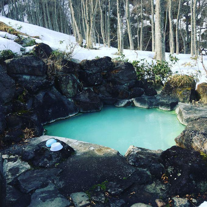 雪山の中腹にある「黄金の湯」