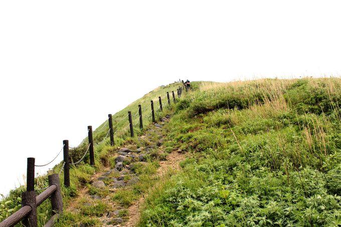 頂上には「ペシ岬展望台」が