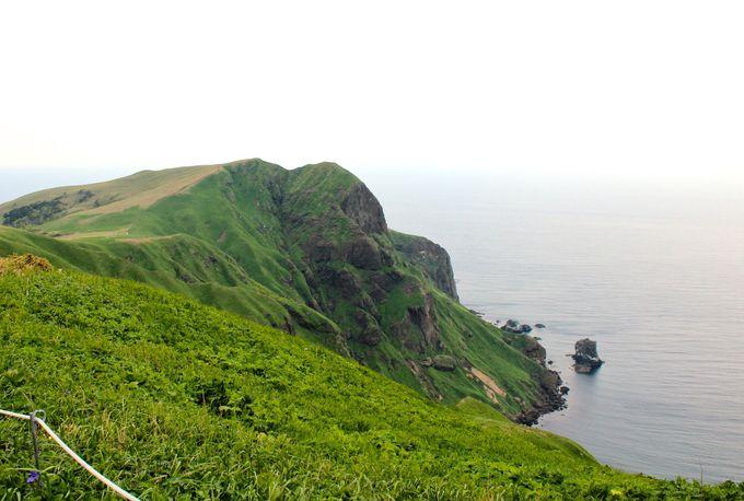 「桃岩展望台」で桃岩と猫岩の奇岩を鑑賞