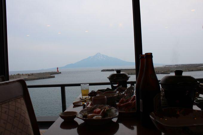 海が見えるレストランの夕食