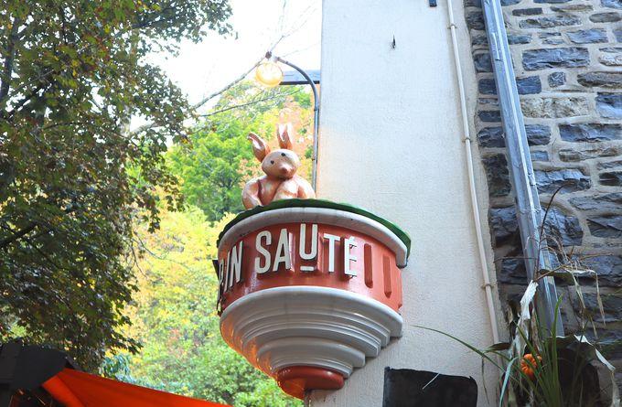 ウサギが飛び出して来そうな可愛いレストラン