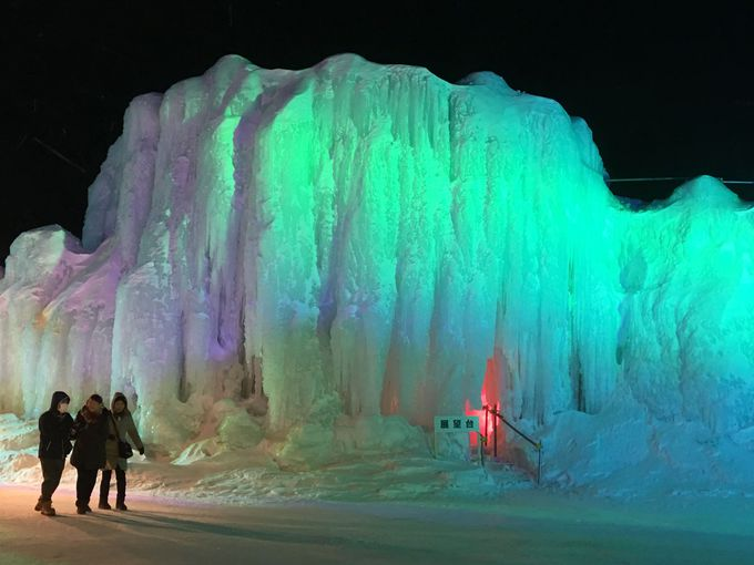 しばれる寒さ!「層雲峡温泉氷瀑まつり」