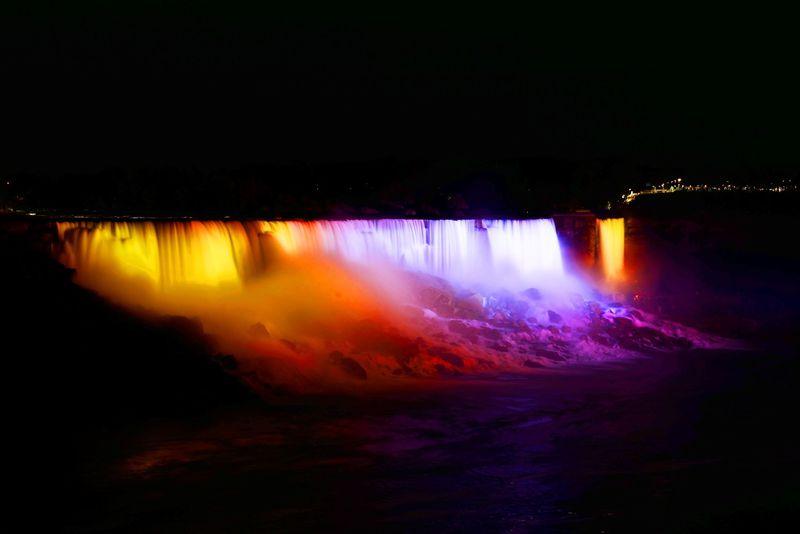 夜のナイアガラ!ライトアップと遊園地のような街 カナダ・クリフトンヒル