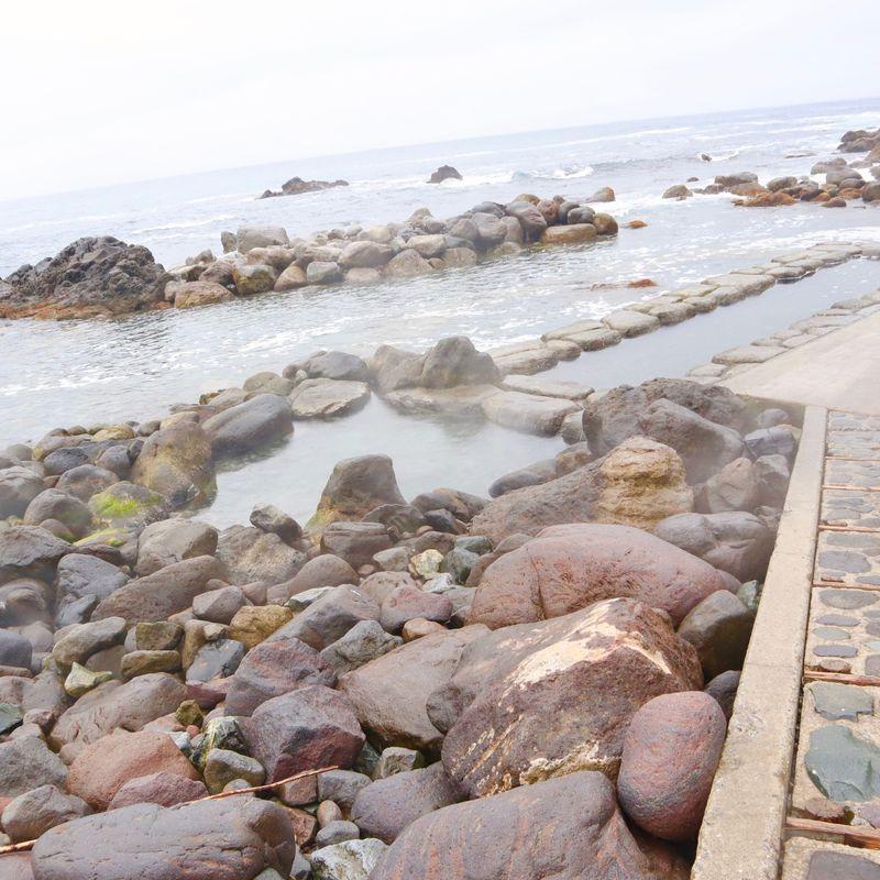 函館恵山「水無海浜温泉」は干潮時だけ入浴できる渚の露天風呂