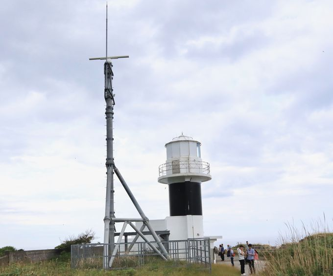 積丹ブルーと神威岬灯台