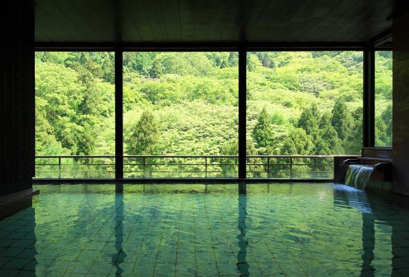 美肌の湯を10階「遊月の湯」と2階「ふもと湯」で!