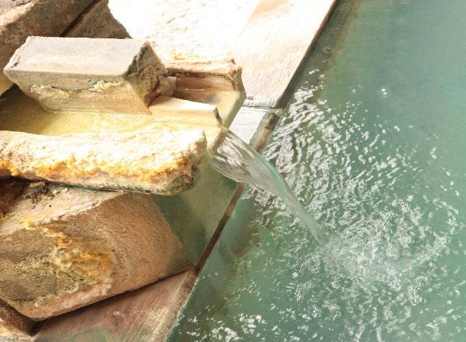 湯畑を望む源泉掛け流しの展望露天風呂