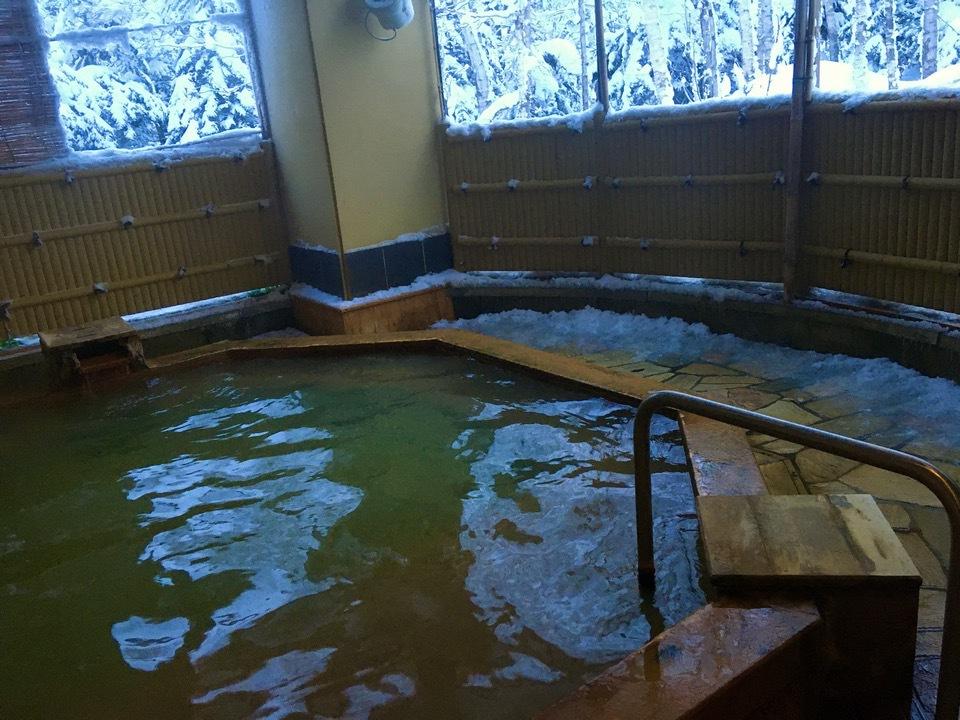 天然温泉かけ流しの温泉に入ろう!