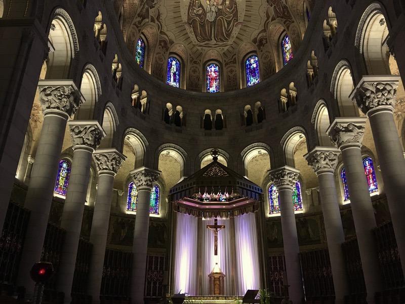 サンタンヌ・ド・ボープレ大聖堂の内部を眺めてみよう!