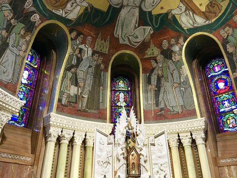 サンタンヌ・ド・ボープレ大聖堂が三大巡礼地になった訳?