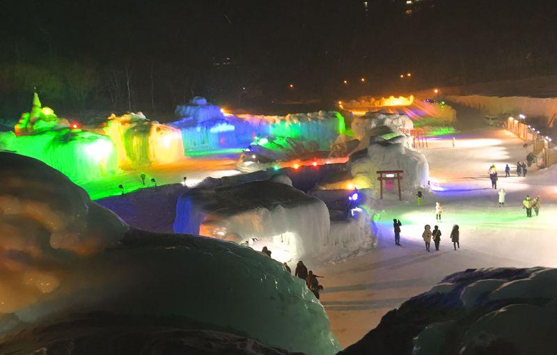 層雲峡「氷瀑まつり」は厳寒の冬を楽しみに変えるお祭り!北海道