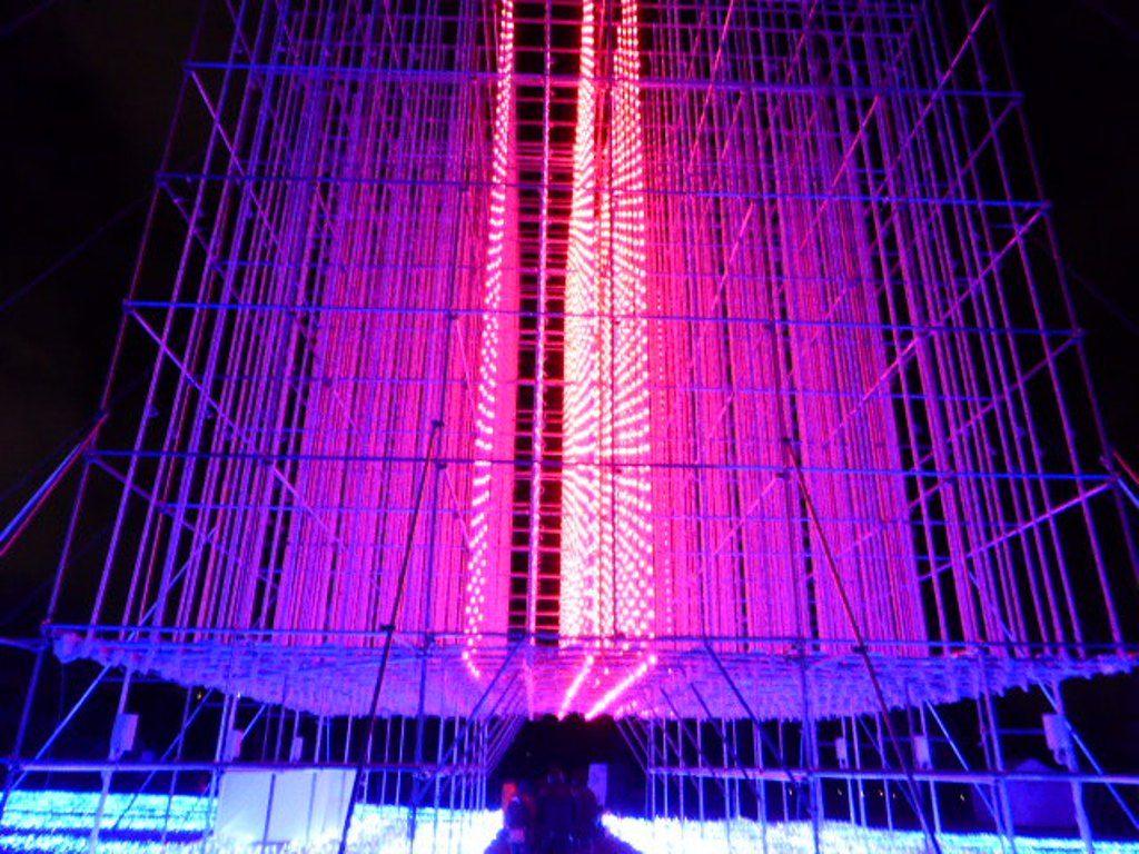 日本初の光のキューブに圧巻