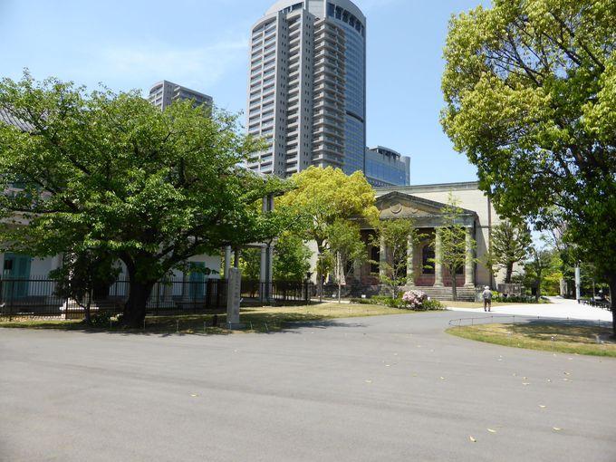 重要文化財の旧造幣寮鋳造所正面玄関を持つ「旧桜宮公会堂」