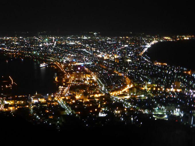 世界三大夜景の1つと称される函館山からの夜景は必見。
