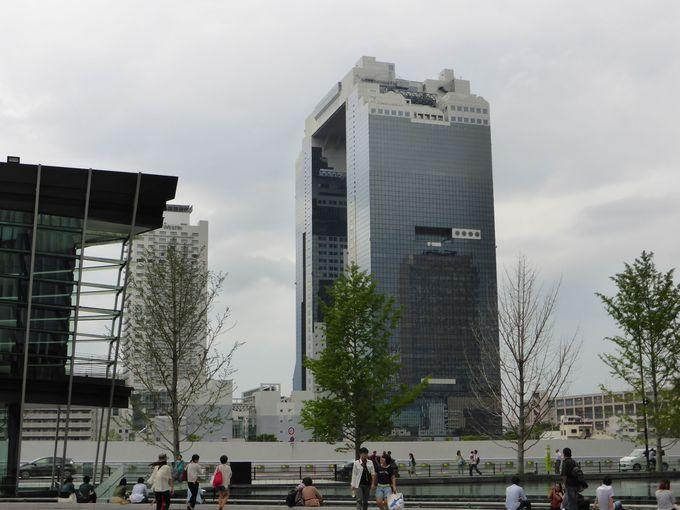 徒歩なら、JR大阪駅中央北口「うめきた広場」から